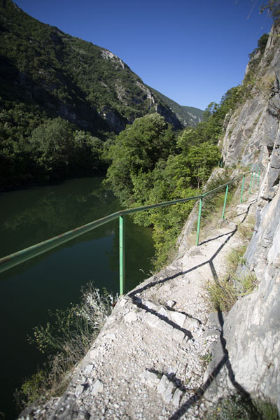 Foto van The trail along Matka canyonMatka - Noord-Macedonië