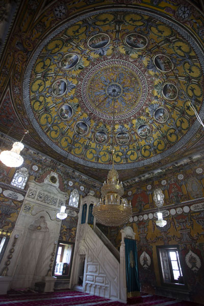 Photo de The interior of the painted mosque of TetovoTetovo - Macédoine du Nord