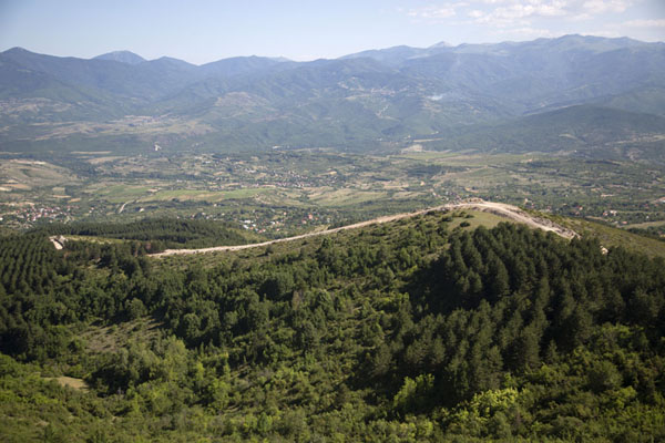 Foto van Panoramic view from the hinterland of SkopjeSkopje Millenniumkruis - Noord-Macedonië