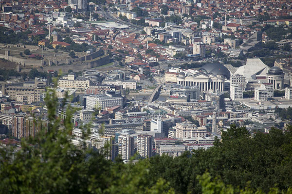 Foto van View of the city centre from the top of the mountainSkopje Millenniumkruis - Noord-Macedonië