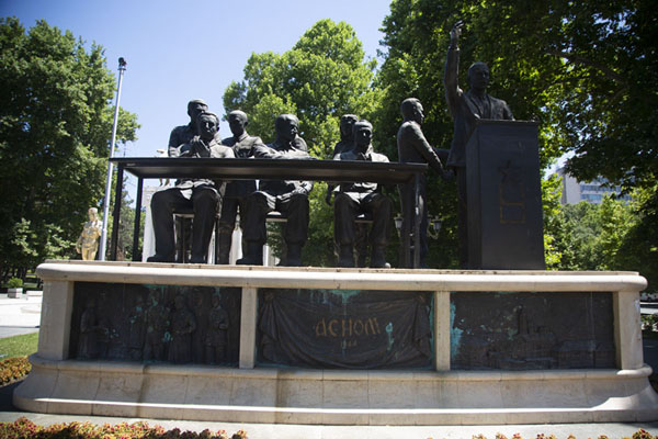 Statue of the Anti-fascist assembly of national liberation of Macedonia | Estatuas de Skopie | Macedonia del Norte