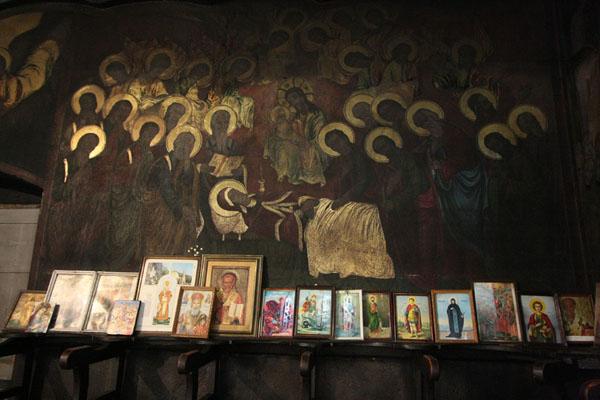 Foto di Inside of the Sveti Dimitrija orthodox churchSkopje - Macedonia del Nord