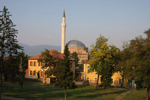 Foto van Mustafa Pasha mosque in the late afternoon sunlightSkopje - Noord-Macedonië