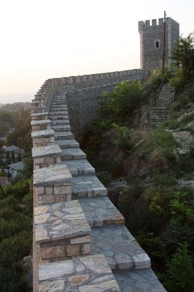 Foto van City wall and defensive tower of Tvrdina Kale FortressSkopje - Noord-Macedonië