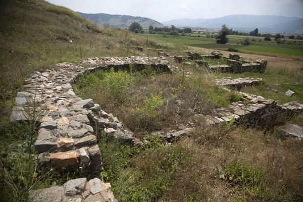 Foto de Ruined buildings of StiberaStibera - Macedonia del Norte