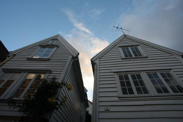 Foto di Two typical houses of Old Stavanger standing tallStavanger - Norvegia