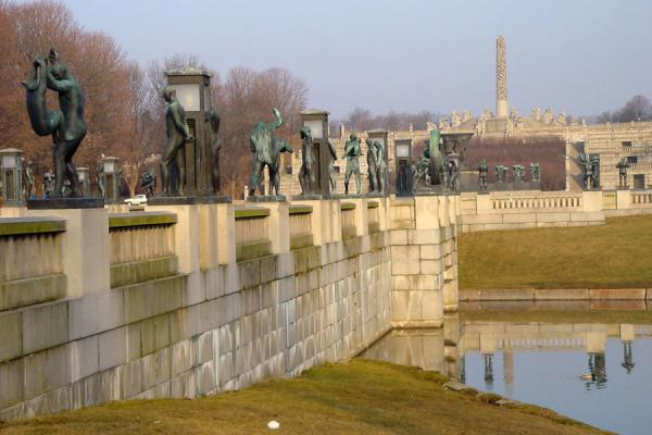 Bridge, fountain and monolith | Vigeland Park | Norway