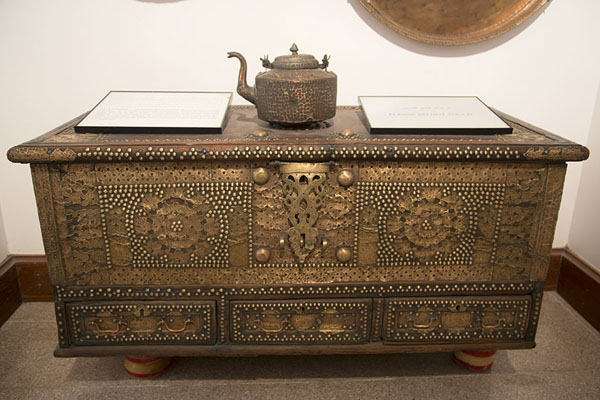 Photo de Richly decorated case in the museum of Bait al ZubairMascate - Oman