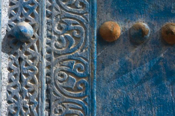 Close-up of a decorated door with metal spikes in Hamra | Hamra Old Town | Oman