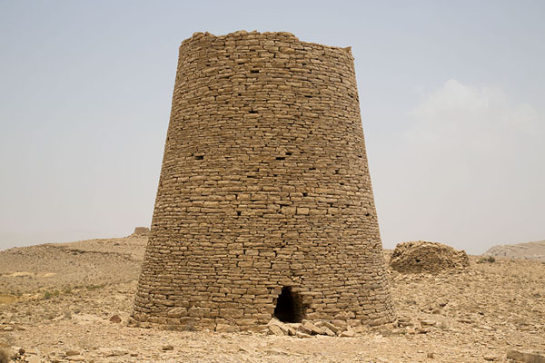 Picture of Jaylah beehive tombs (Oman): Beehive tomb with other tombs in the background
