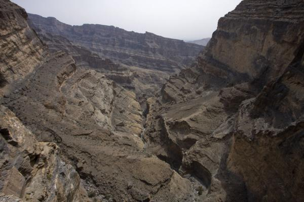 Looking out over the Grand Canyon from Sap Bani Khamis | Jebel Shams Grand Canyon | Oman
