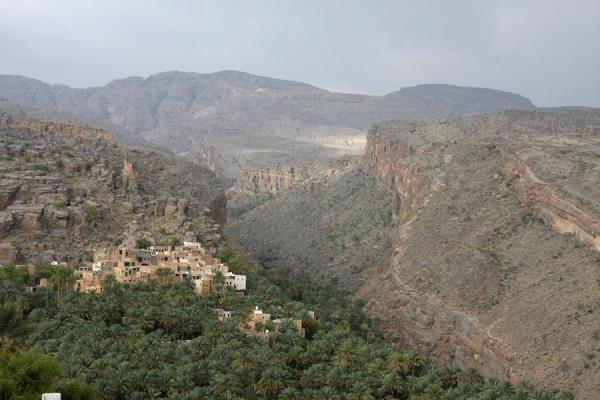 Picture of Oman (Misfat seen from the new part of town)