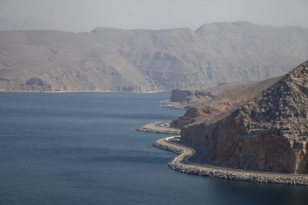 Foto van The coastal road west of KhasabMusandam Peninsula - Oman