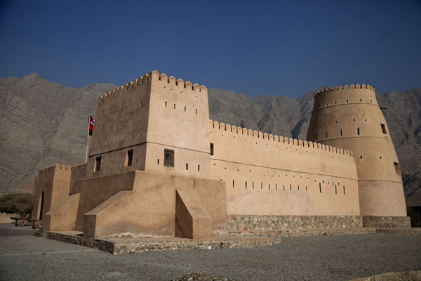 Foto di The big fort of BukhaMusandam Peninsula - Oman