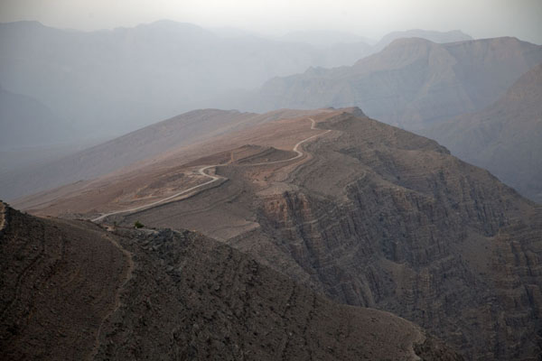 Foto di Sunrise over the mountains of the Musandam peninsulaMusandam Peninsula - Oman