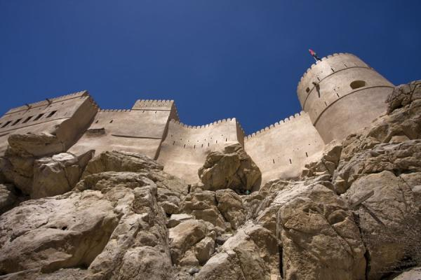 Picture of Nakhal Fort (Oman): Looking up the rocks and Nakhal Fort