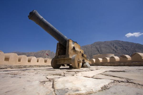 Picture of Nakhal Fort (Oman): Defensive tower with cannon on top of Nakhal Fort