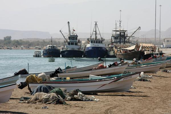 Small and large fishing boats on the beach and the small harbour of Qurayat | Qurayat | Oman