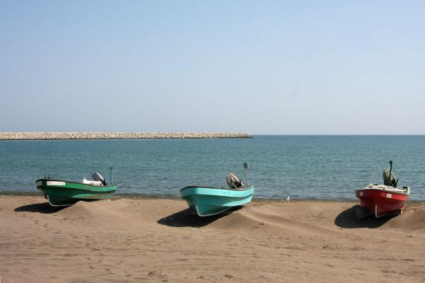Picture of Qurayat (Oman): Qurayat beach with fishing boats