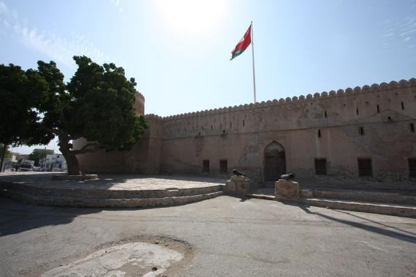 Picture of Qurayat (Oman): Entrance of Qurayat castle with tree