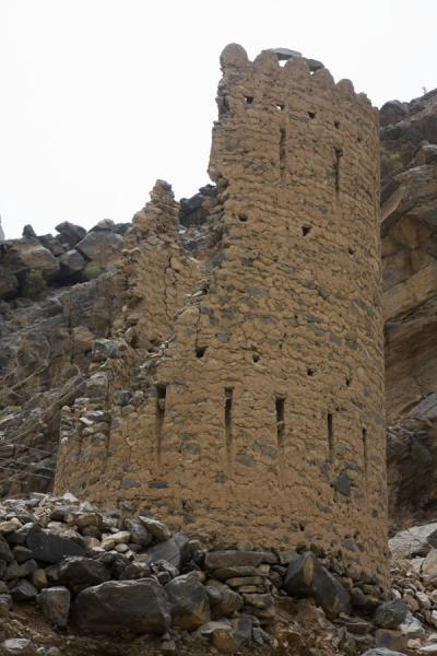 Picture of Wadi Bani Awf (Oman): Watchtower guarding the entrance of Wadi Bani Awf