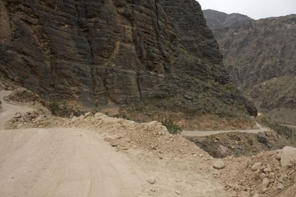 Picture of Wadi Bani Awf (Oman): Track leading up the mountains