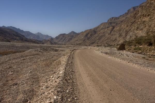 Road leading through Wadi Mayh | Wadi Mayh | Oman