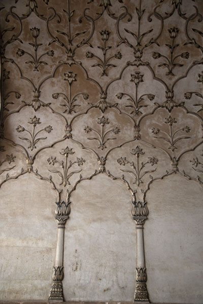 Detail of a wall in the prayer hall of Badshahi Mosque | Badshahi moskee | Pakistan