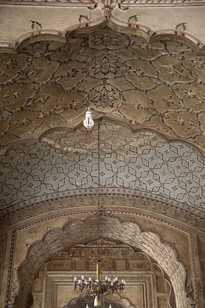 The ceiling of Badshahi Mosque | Mezquita de Badshahi | Pakistan