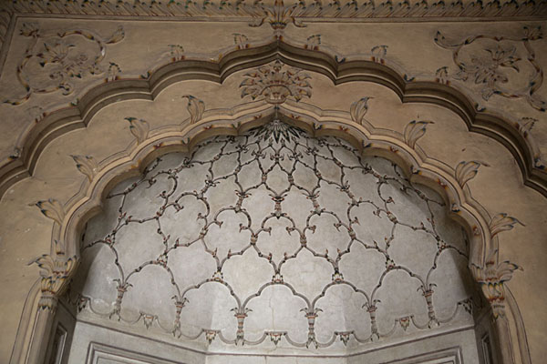 Foto van Close-up of upper arch inside Bashahi MosqueLahore - Pakistan