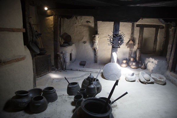 Photo de Kitchen of Baltit Fort with utensils - Pakistan - Asie