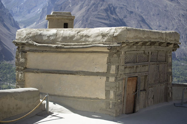 Small building on the roof of Baltit Fort | Forteresse de Baltit | Pakistan