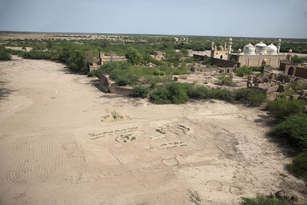 Picture of Panoramic view from the eastern ramparts of Derawar Fort with Abbasi Mosque on the right