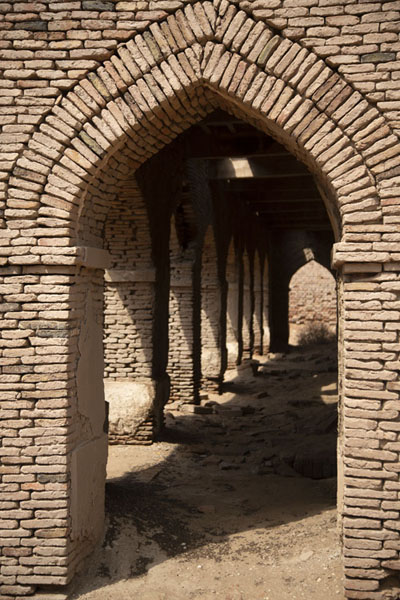 Arched portal of a building inside Derawar Fort | Forteresse de Derawar | Pakistan