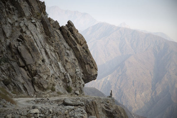 Foto de The jeep track has been hewn out of the mountain slopeTato - Pakistan