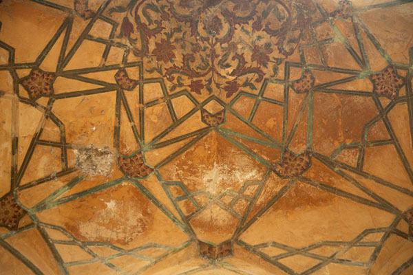 Detail of decorated ceiling in one of the small pavilions on the corner of the pond | Hiran Minar | Pakistan