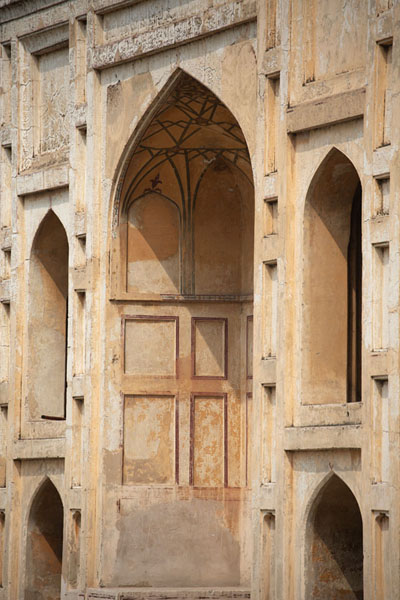 Foto van Side view of the gateway providing access to the pavilionSheikhupura - Pakistan
