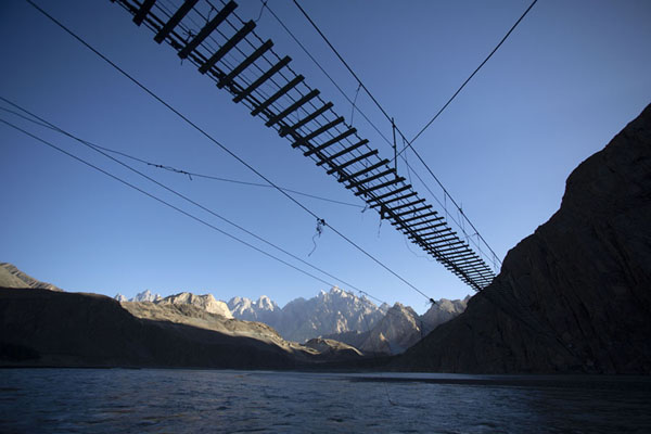 Hussaini suspension bridge seen from below | Puente colgado de Hussaini | Pakistan