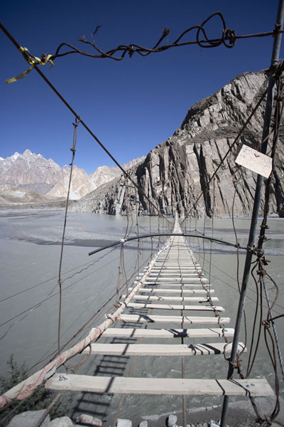 Hussaini suspension bridge with the Hunza river below and the Passu cones in the distance | Pont suspendu Hussaini | Pakistan