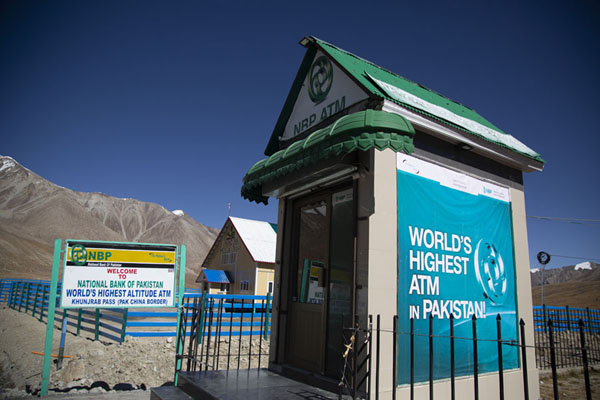 The highest ATM of the world can be found at Khunjerab Pass at 4714m | Col de Khunjerab | Pakistan