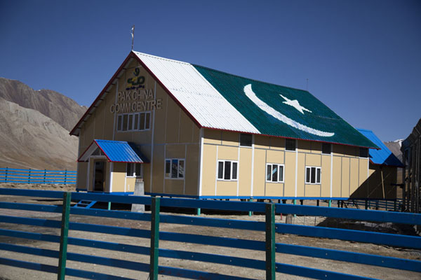 Building with Pakistani flag on the roof at Khunjerab Pass | Khinjerab Pass | Pakistan