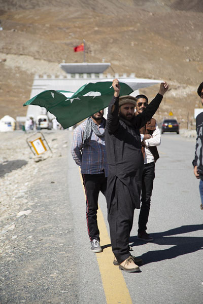 Picture of People with a Pakistani flag on top of Khunjerab PassKhunjerab - Pakistan