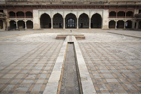 Sheesh Mahal at the far side of the pool in Shah Burj Quadrangle | Lahore Fort | 巴基斯坦