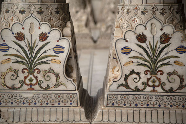 Row of columns in Sheesh Mahal, with precious stones used in floral motifs | Lahore Fort | Pakistan