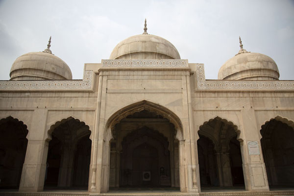 Foto van Moti Mashid, constructed of white marble and nicknamed the Pearl MosqueLahore - Pakistan