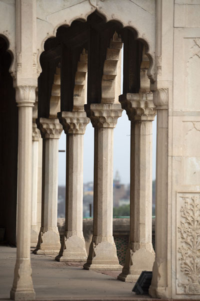 Pavilion with slender columns in Lahore Fort - 巴基斯坦 - 亚洲