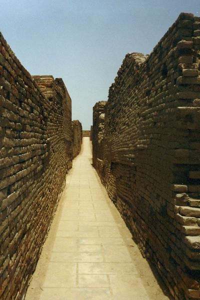 An alley in the ruins of Moenjodaro | Moenjodaro | Pakistan