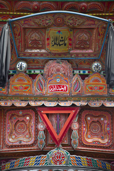 Foto di Heavily decorated part of a Pakistani truck just above the cabin - Pakistan - Asia