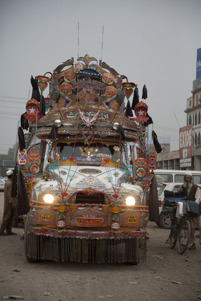 Bus with decorations in Peshawar bus station | Pakistani truck decorations | 巴基斯坦