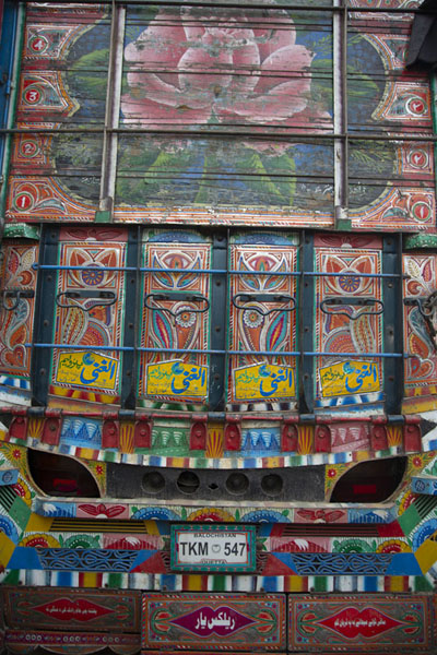 Picture of Pakistani truck decorations (Pakistan): Back of a truck with a huge rose painted on it